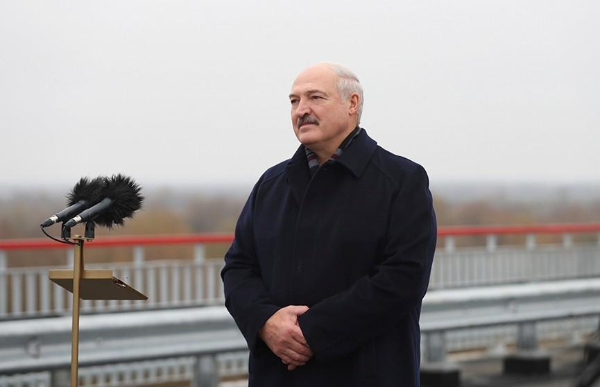 Александр Лукашенко: День Октябрьской революции – праздник мира и истинных прав человека