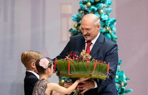 Главный Дед Мороз страны: Дети любят Александра Лукашенко