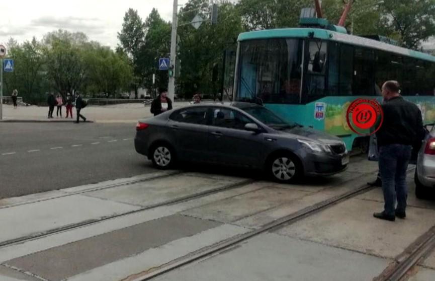 ДТП в Минске: водитель «Киа» не заметила трамвай и начала разворот (ВИДЕО)