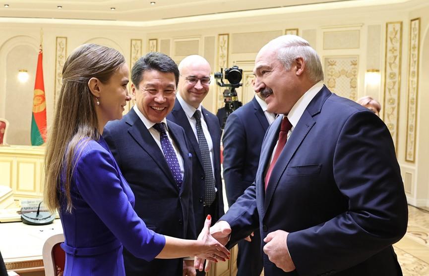 Лукашенко: Никакого транзита власти, никаких преемников. Кого народ изберет, так и будет. Я поклялся