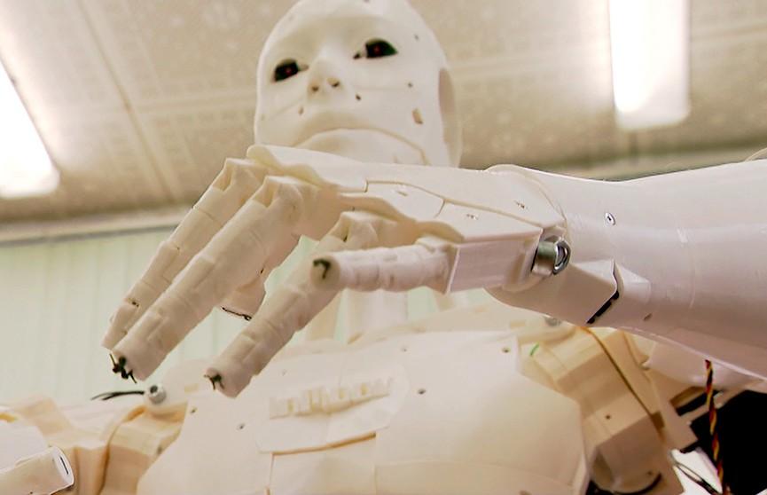 Человекоподобного робота  «Ньюмена» создали белорусские учёные