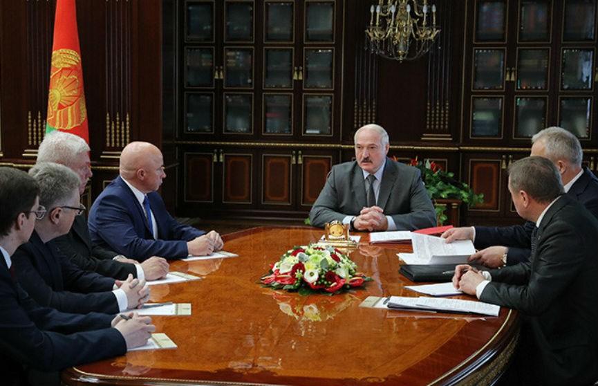 Лукашенко: Применяются самые современные фальшивые технологии, идет вмешательство из-за рубежа в выборы и внутренние дела