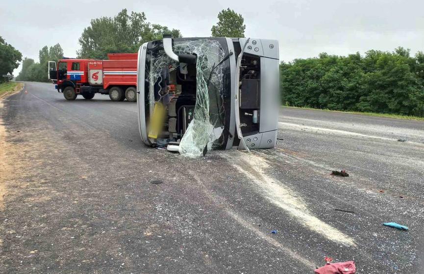 Автобус опрокинулся под Барановичами: пострадали 11 пассажиров, двое в реанимации