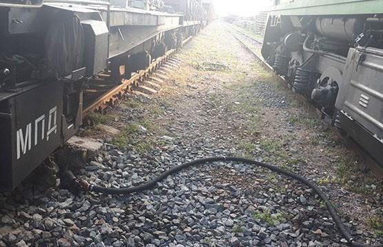 Брестские железнодорожники воровали топливо с тепловоза