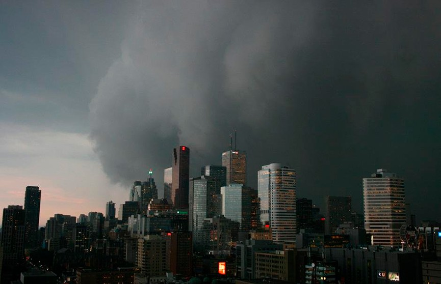 Ураган оставил без света почти миллион домов в Квебеке