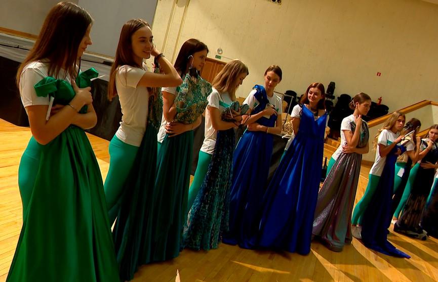 Дневник «Мисс Беларусь»: примерка вечерних платьев, экскурсия в художественный музей