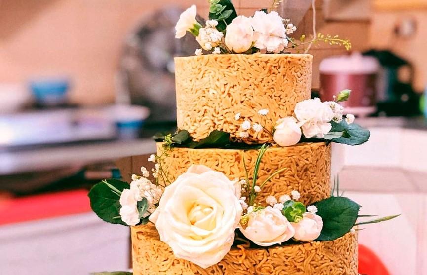 Торт с фрикадельками? В Индонезии придумали необычное блюдо (ФОТО)