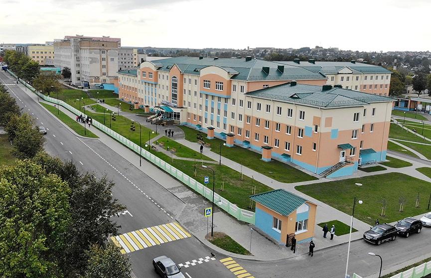 Новый лечебный корпус районной больницы открыли в Волковыске