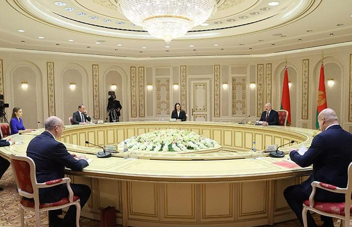 Александр Лукашенко дал большое интервью политическим обозревателям Беларуси и зарубежья