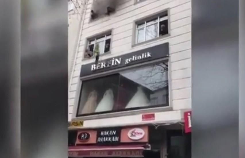 В Турции мать выбросила детей из окна многоэтажного дома во время пожара и спасла им жизнь (ВИДЕО)