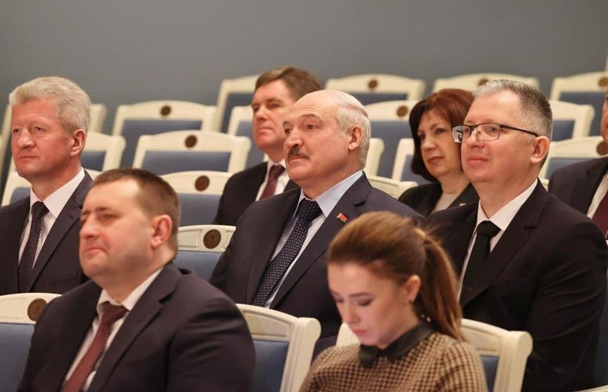 Лукашенко посетил репетицию обновленной «Павлинки» в Купаловском