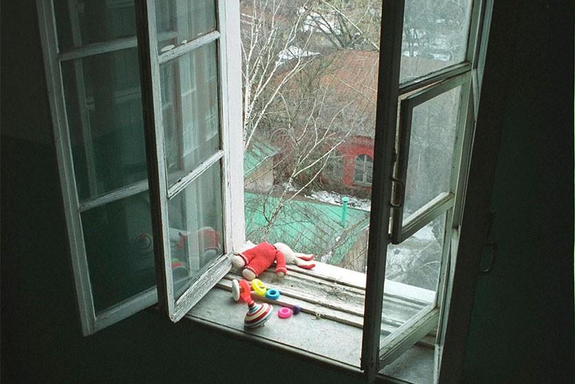 Могилевчанку подозревают в том, что она выкинула из окна девятимесячного ребёнка