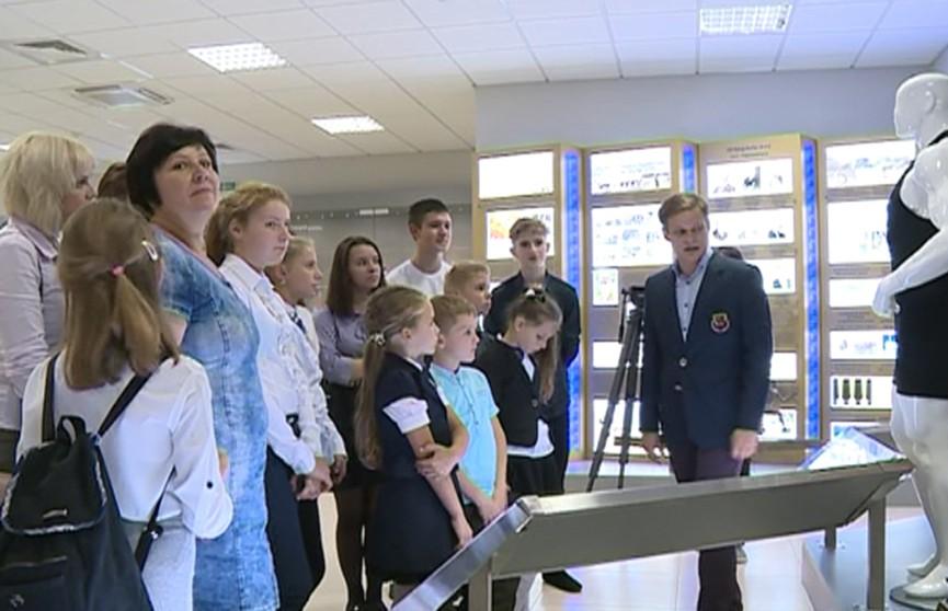 Школьники из Новогрудского района побывали с экскурсией в здании НОКа