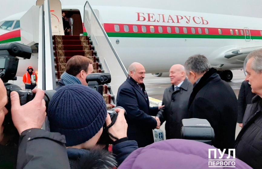 Александр Лукашенко прибыл в Санкт-Петербург для участия в саммитах ЕАЭС и СНГ