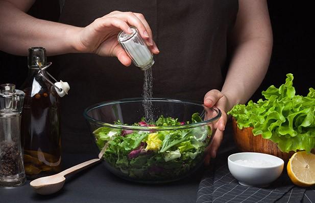 Диетолог развенчала миф о вреде соли