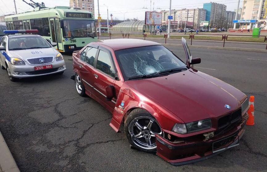 BMW вылетел с дороги и сбил троих пешеходов в Минске