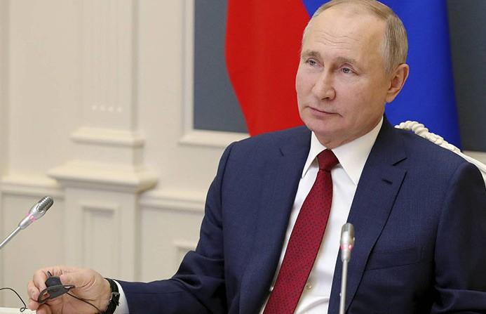 Путин заявил, что в его окружении коронавирусом заболели несколько десятков человек