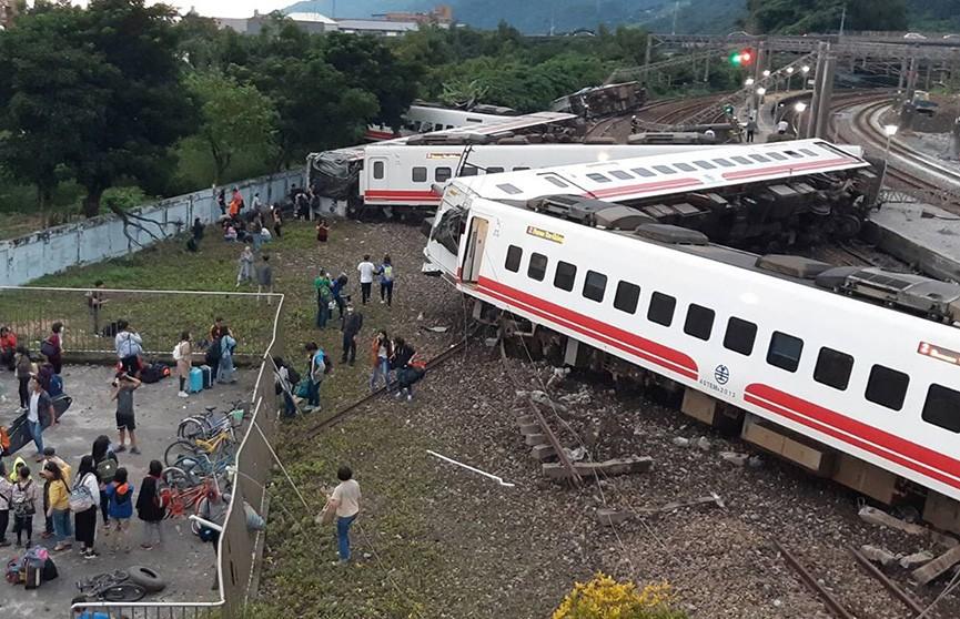 Крушение поезда на Тайване: число жертв увеличилось до 22