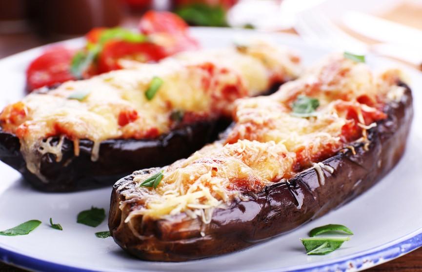 Запеченные баклажаны с моцареллой – вкусно так, что съедается все сразу! Убедитесь сами!