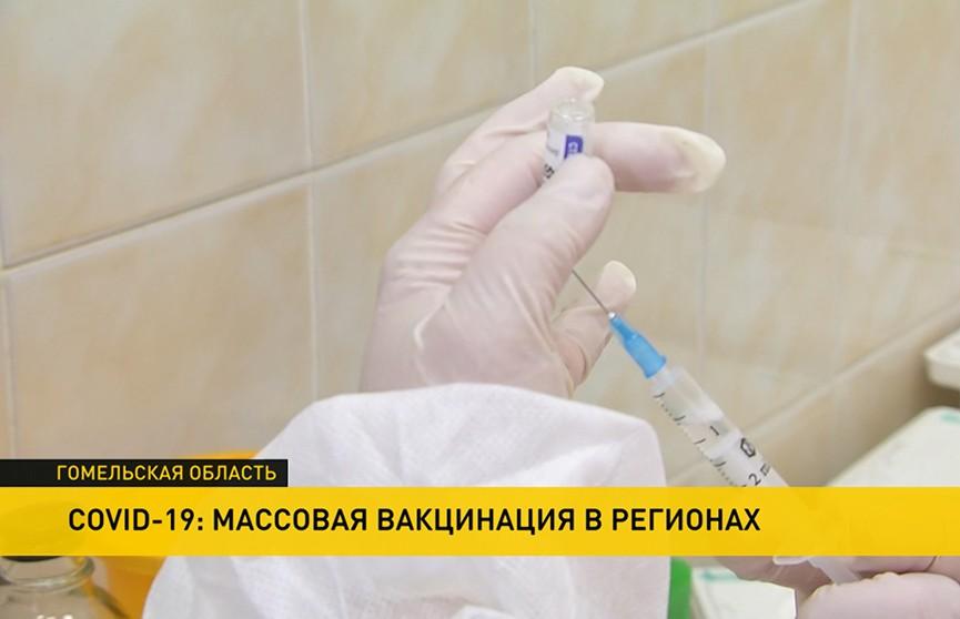 «Спутник-V» с доставкой на работу: на вагоностроительный завод Гомеля приехали медики с вакциной