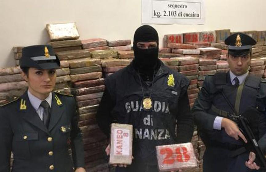 Итальянская полиция изъяла крупнейшую за четверть века партию кокаина