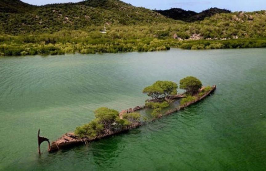 Пароход превратился в остров у берегов Австралии