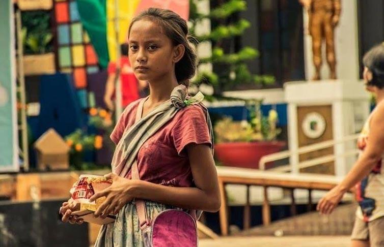 Девушка, которая просила милостыню, разбогатела благодаря одному фото