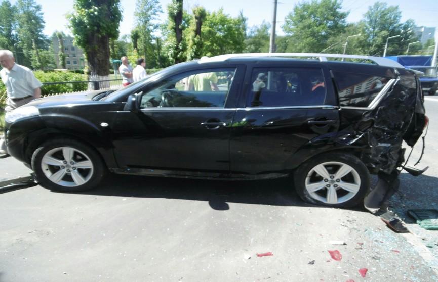 Audi протаранил два автомобиля в Витебске