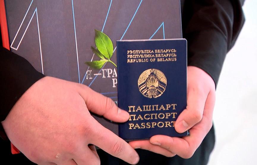 Более трёх тысяч школьников получили паспорта из рук заслуженных людей и общественных деятелей