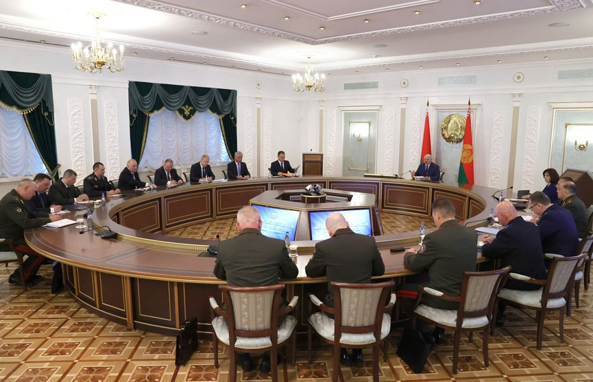 Лукашенко провел заседание Совета безопасности
