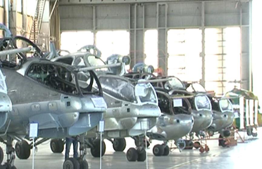 Президент посещает Оршанский авиаремонтный завод