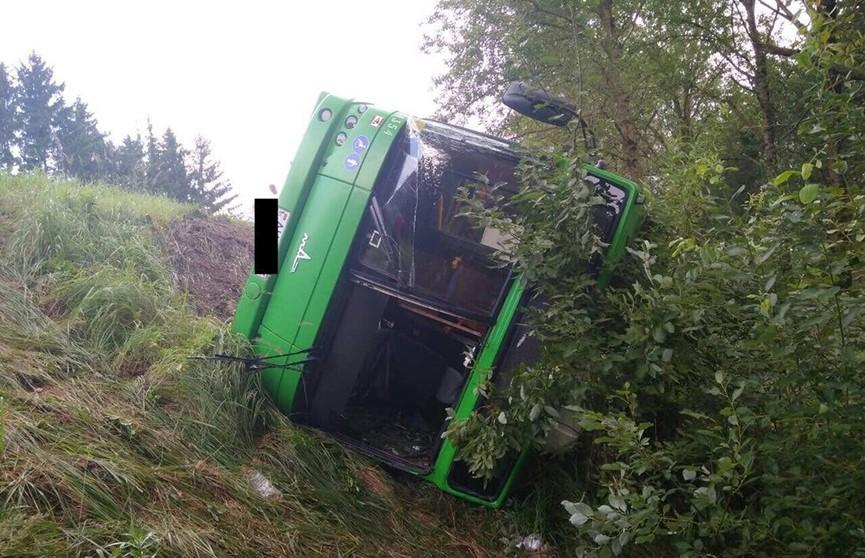 Автобус перевернулся на трассе под Минском, есть пострадавшие
