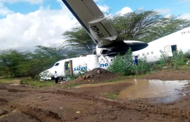 Пассажирский самолёт выкатился за пределы взлётной полосы. Есть пострадавшие (ВИДЕО)