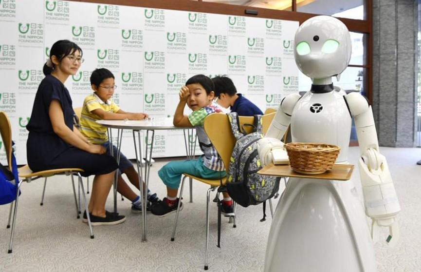 Роботы-официанты будут обслуживать посетителей кафе в Японии