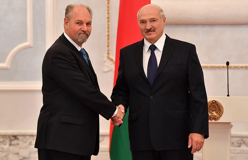 Александр Лукашенко принял верительные грамоты послов 12 государств
