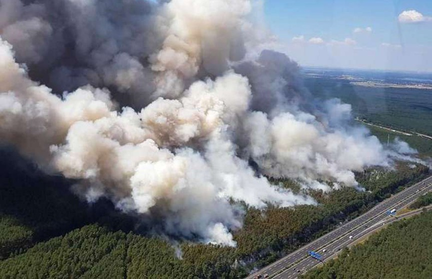 Крупный лесной пожар приближается Берлину
