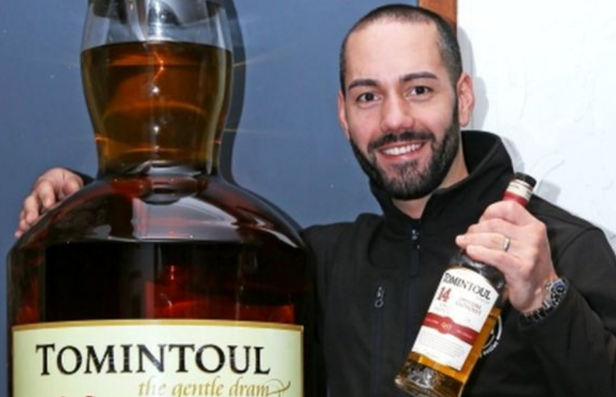 Самую большую бутылку виски в мире продали с аукциона