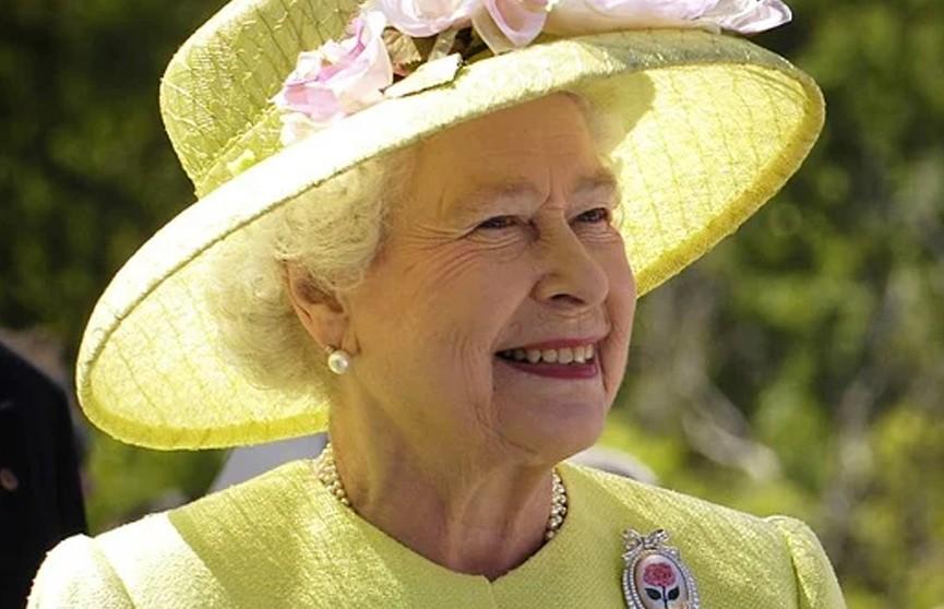 Королевские врачи запретили Елизавете II пить алкоголь