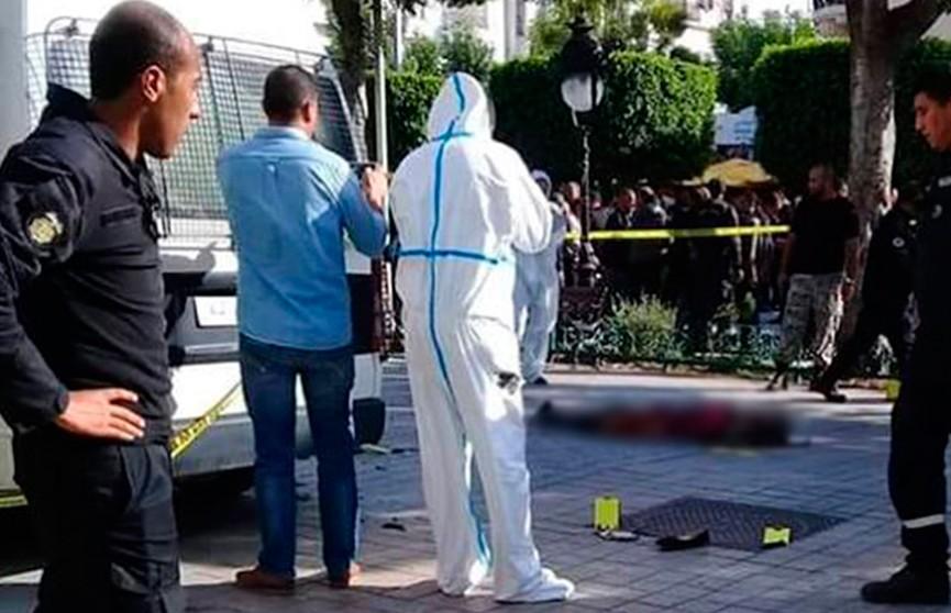 Число пострадавших в результате мощного взрыва в центре Туниса возросло до 20
