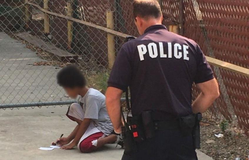 Полицейский помог ребёнку-аутисту воссоединиться с семьёй