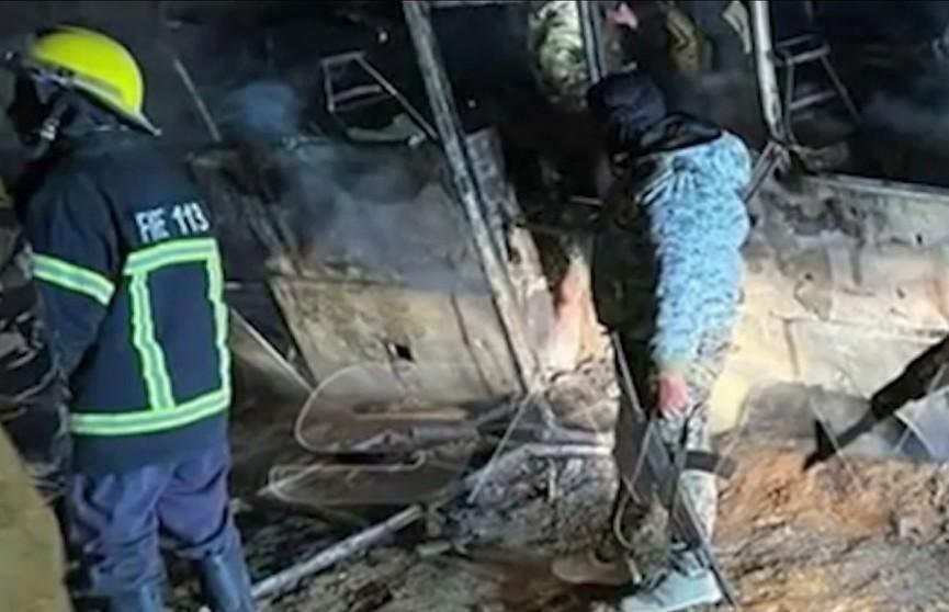 В Сирии террористы атаковали автобус с мирными гражданами: 28 человек погибли