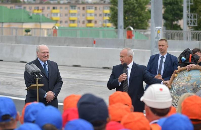 Лукашенко: Свою страну никому не отдадим и будем ее защищать. Подробности поездки Президента в Витебскую область