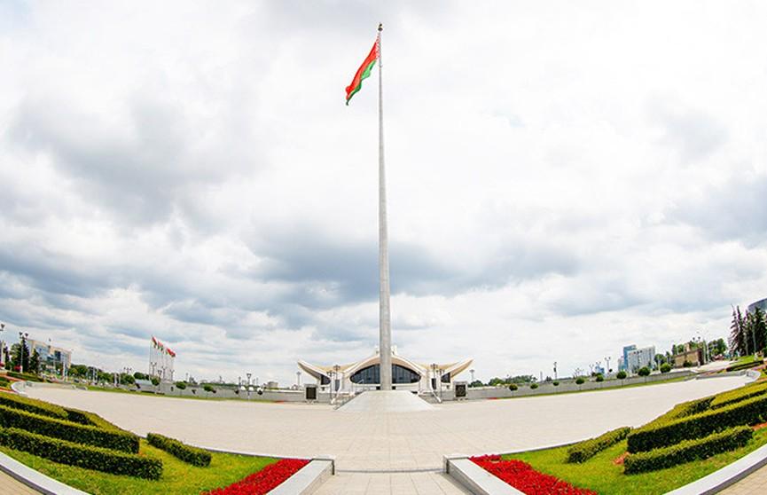 Лукашенко поздравил белорусов с Днем герба и флага: Госсимволика защищает суверенитет Беларуси