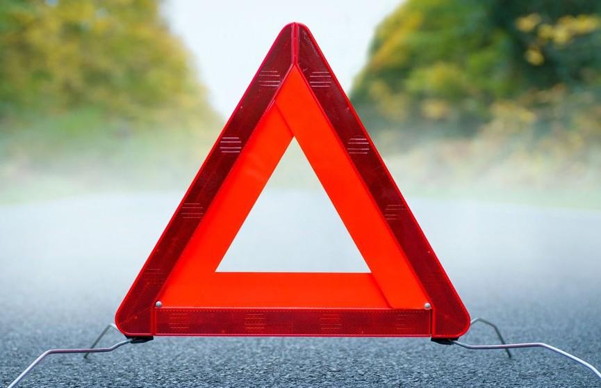 Легковушка вылетела с дороги и перевернулась в Ивье: водителя зажало в салоне