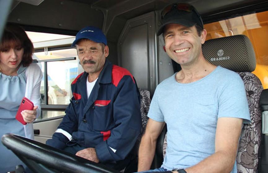 Домрачева и Бьорндален прокатились за рулём 450-тонного БелАЗа