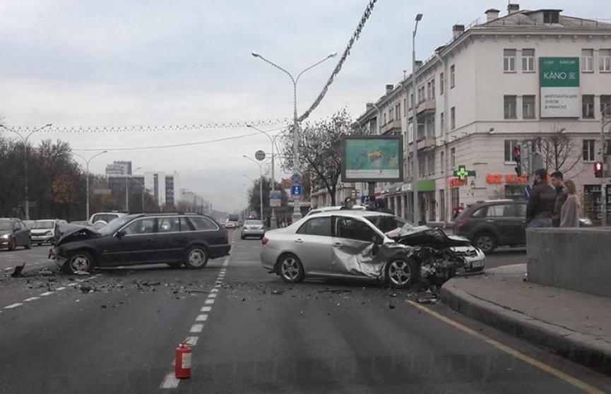 Авария двух авто перекрыла движение на проспекте Независимости
