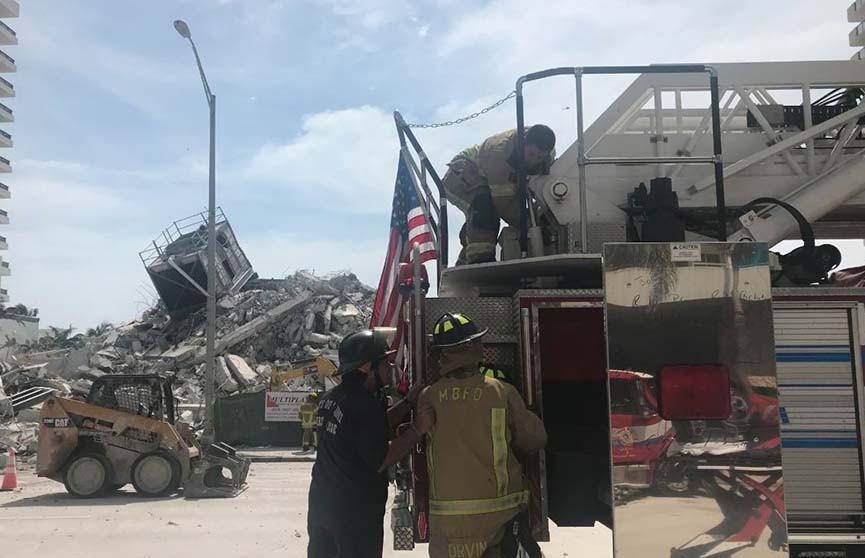 Аварийная многоэтажка обрушилась в штате Флорида: пострадал человек