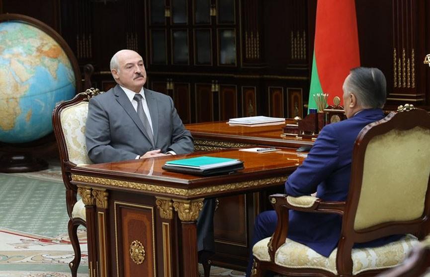 Лукашенко попросил председателя Верховного суда подключиться к работе по обновлению Конституции