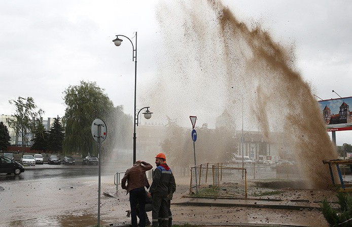 В Гродно прорвало трубу: струя воды была высотой в пятиэтажный дом