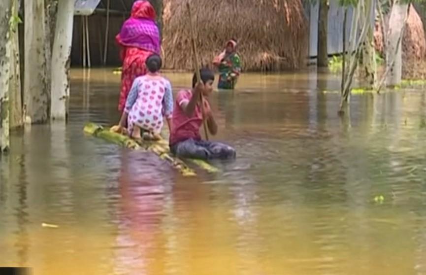 Проливные дожди превратили Бангладеш в зону стихийного бедствия